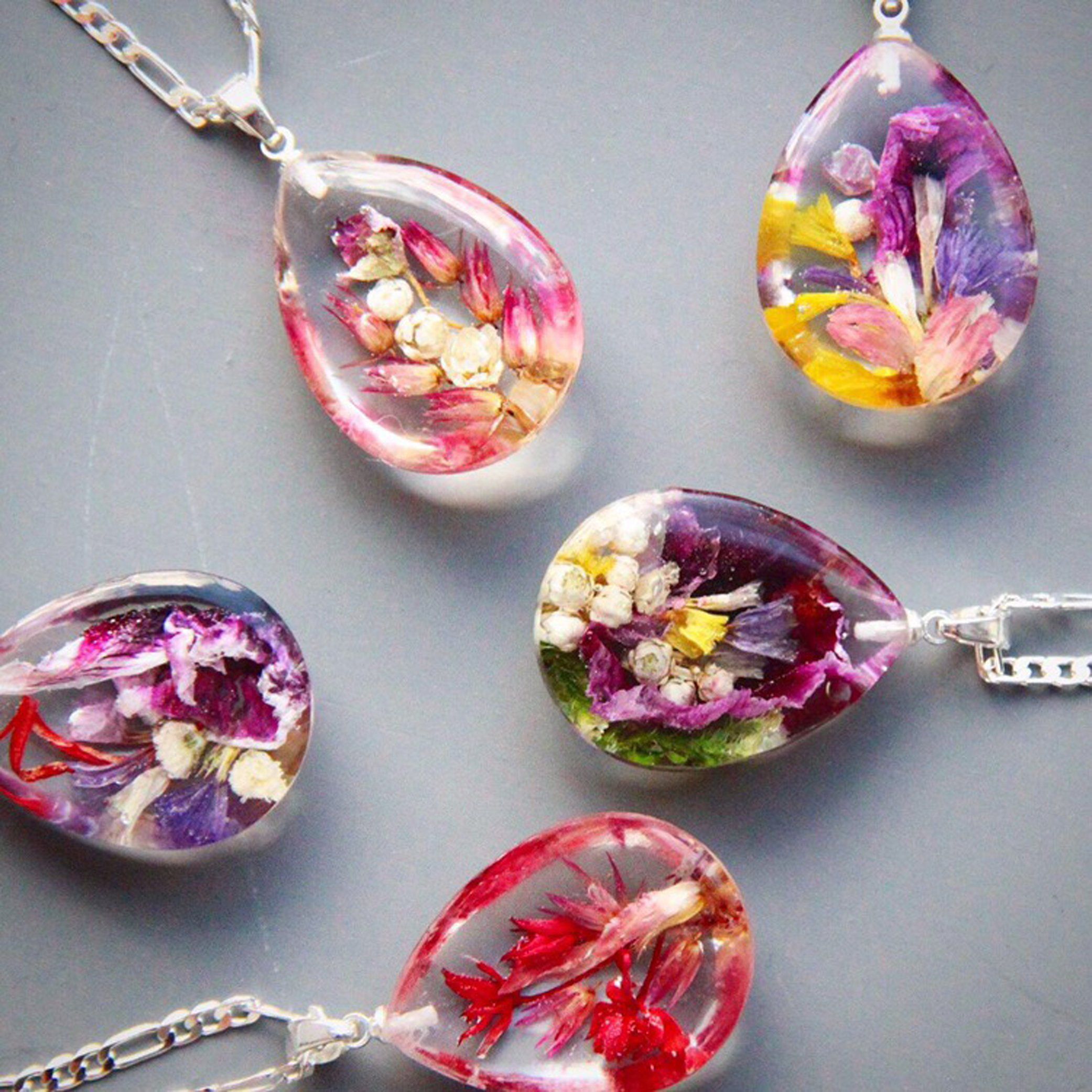 Pressed Flower Large Pendant Resin Necklace with Bird/'s Foot Trefoil Real Flowers
