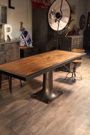 table industrielle ancienne pietement en fonte dessus bois deco loft meuble industriel vintage. Black Bedroom Furniture Sets. Home Design Ideas