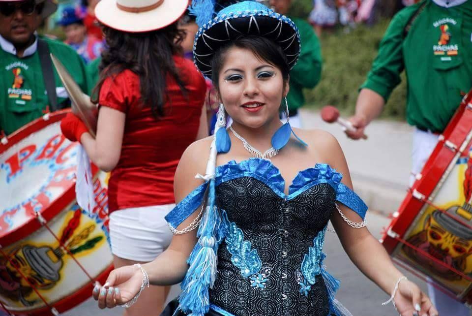 Nos encantan estas fotografías que nos envía Yasmina, en las que lleva un Corset de www.elsecretodecarol.com. Le puso varios apliques para un baile típico de su país, Bolivia.  Son de este sábado 15 y domingo 16, por las fiestas de la Virgen de Urkupiña. ¡Gracias por compartirlas!   ¡En El Secreto de Carol, tú eres la protagonista!