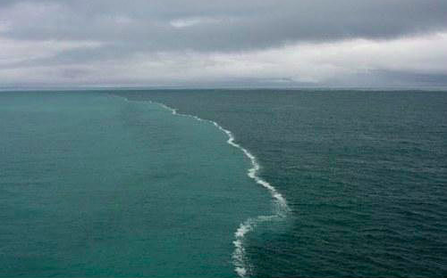 In the resort town of Skagen you can watch an amazing natural phenomenon. This city is the northernmost point of Denmark, where the Baltic and North Seas meet. The two opposing tides in this place can not merge because they have different densities.