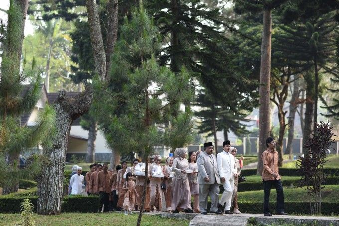 Sweet outdoor wedding with neutral colors in bogor 005 semi sweet outdoor wedding with neutral colors in bogor 005 junglespirit Image collections