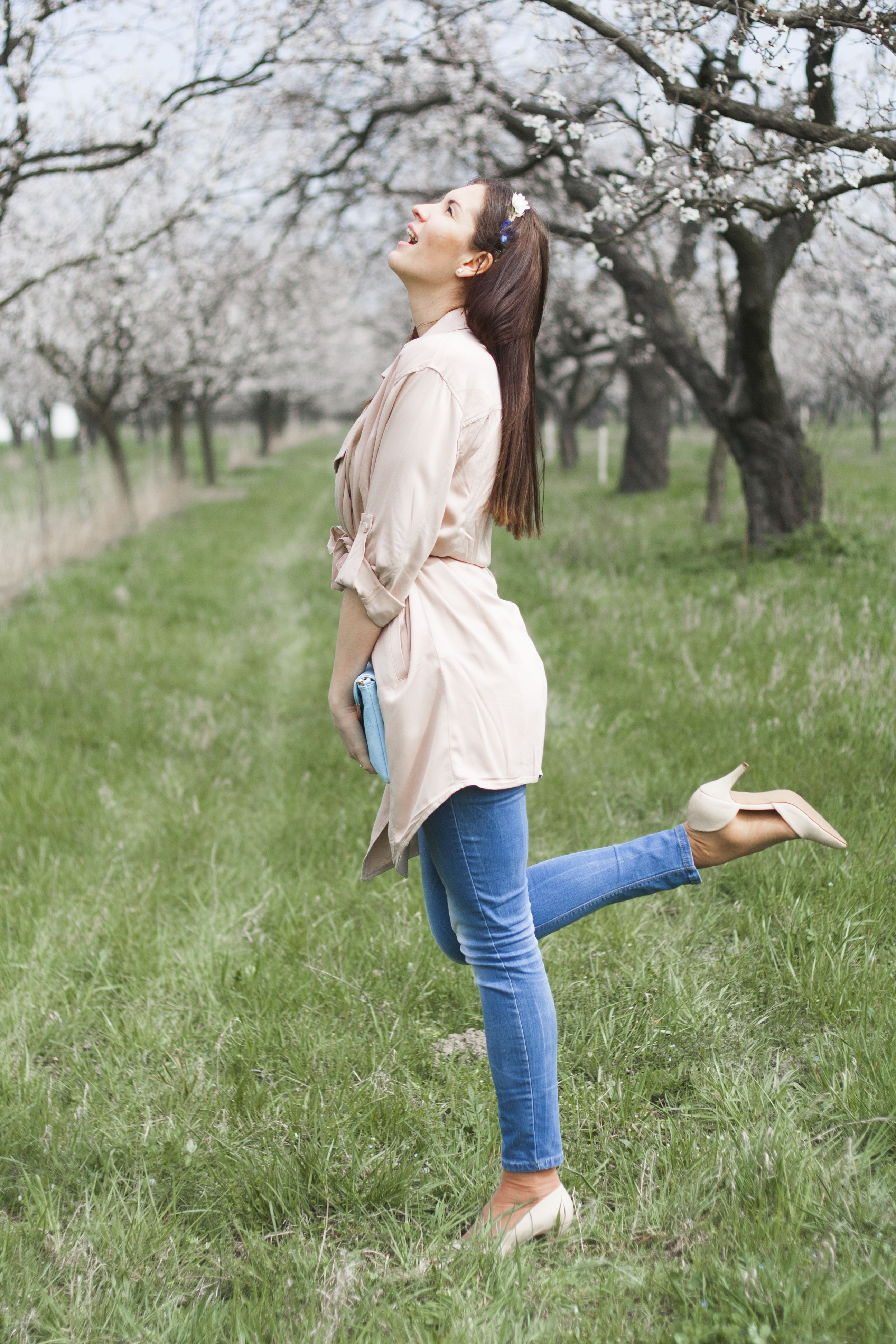 #springoutfit #trenchcoat #pinktrenchcoat #ootd #slovakblogger #fashionblogger #cuteoutfit #comfylook #look #fashion #dnesnosim