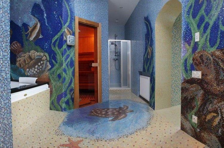 salle de bain mosaïque artistique et tablier de baignoire en