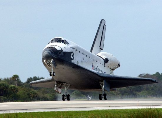 Space shuttle coming into land