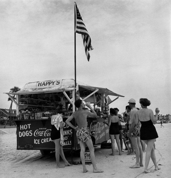 Berenice Abbott-Happy's RefreshmentStand, Daytona Beach, Florida 1954