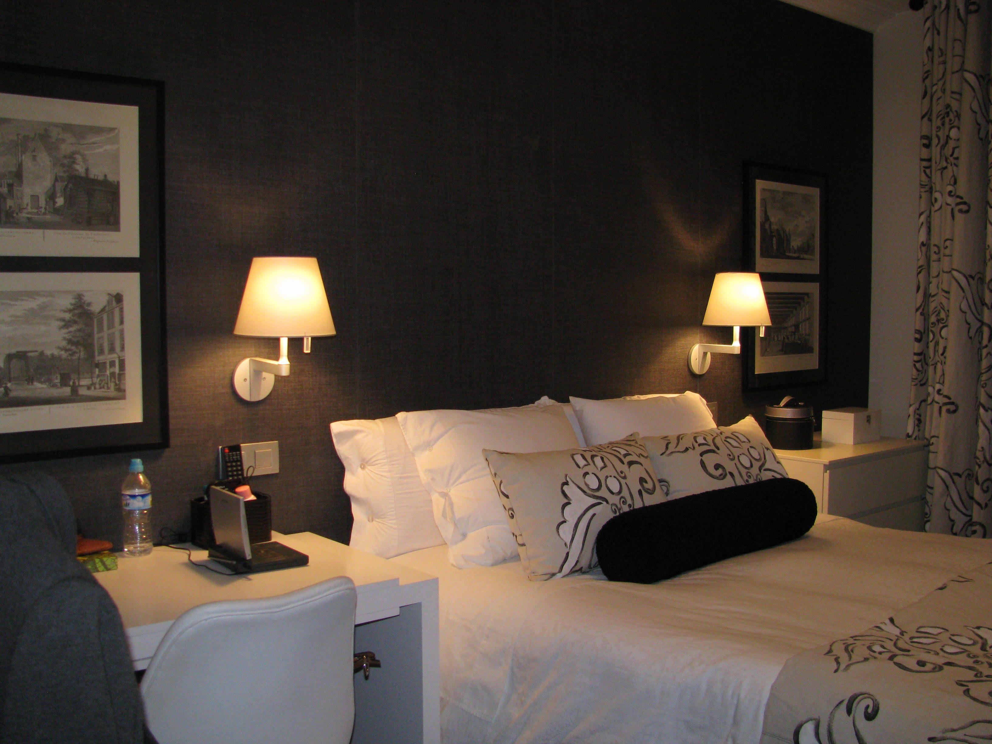 Dormitorio principal con papel de elitis de textura de - Dormitorio principal ...