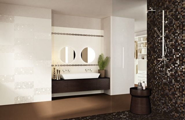 carrelage-salle-bains-mosaïque-murale-marron-sombre-accents