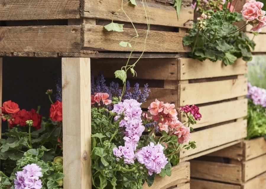 Doniczki Pionowe Ze Skrzynek Szukaj W Google Decor Wreaths Floral
