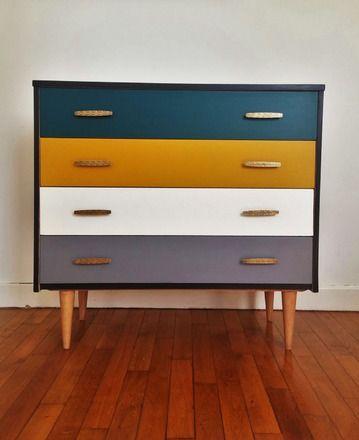 Commode rétro typique des années 60 avec ses pieds compas - repeindre un meuble en chene