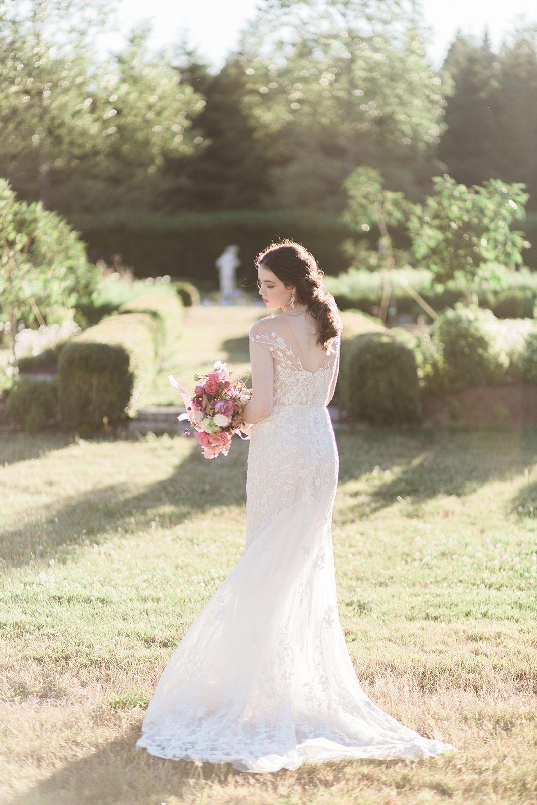 Wed In Modern Elegance At Lush Countryside Vineyard Modern Minimalist Wedding Dream Wedding Dresses Lace Weddings [ 1600 x 1067 Pixel ]