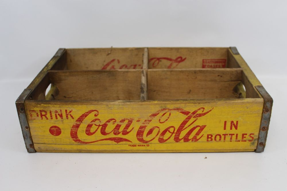 1960/'s Country Club Springfield Mass Vintage Antique Wooden Soda Box