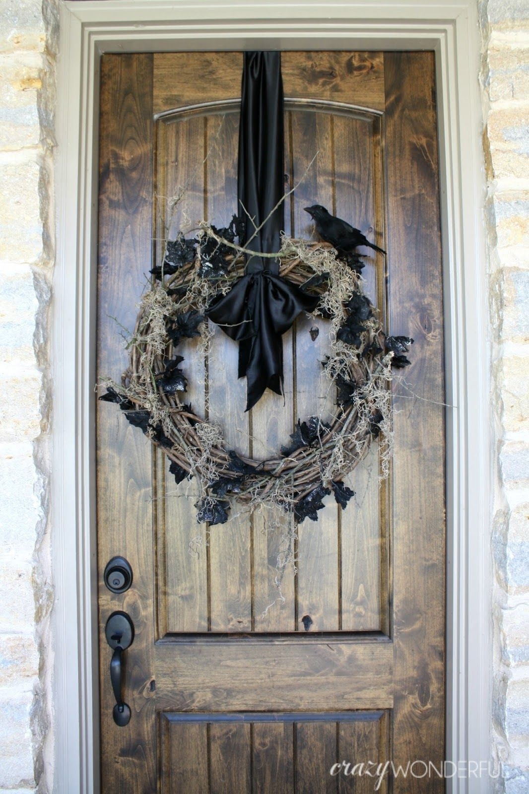 Hometalk diy christmas window decoration - Here S A Great Diy Halloween Porch Tutorial You Ll Want To Add To Your List Of Go To Crafts Create A Spooky Halloween Wreath For Scary Party Decoration