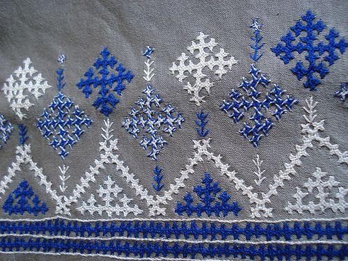 Sindhi stitch divan cover