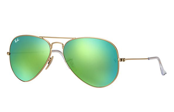 Look who s looking at this new Ray-Ban Aviator Flash Lenses. Venda De Óculos  De Sol ... 65803120ad