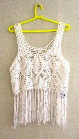 61b48140bd Blusa toda em crochê branca com franjas