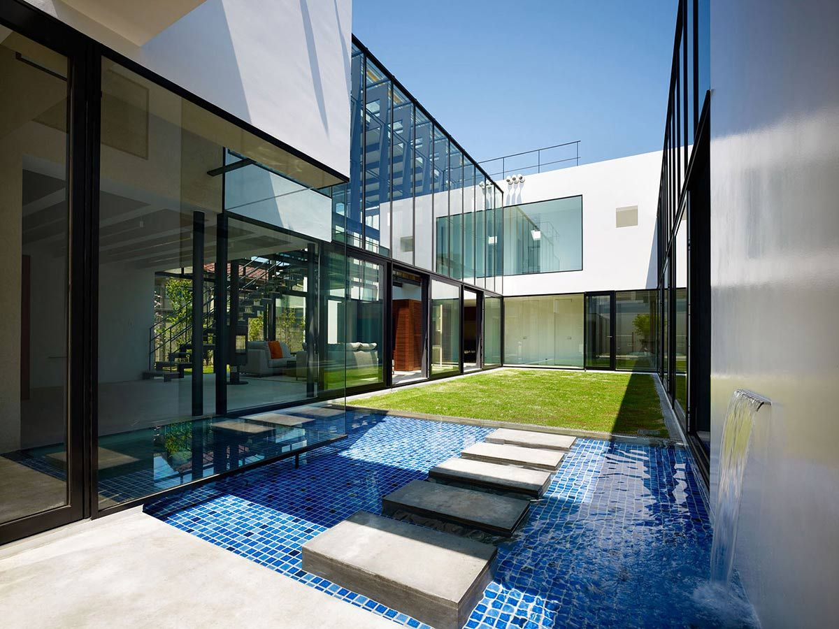Water feature stepping stones bright contemporary home for Home interior architecture