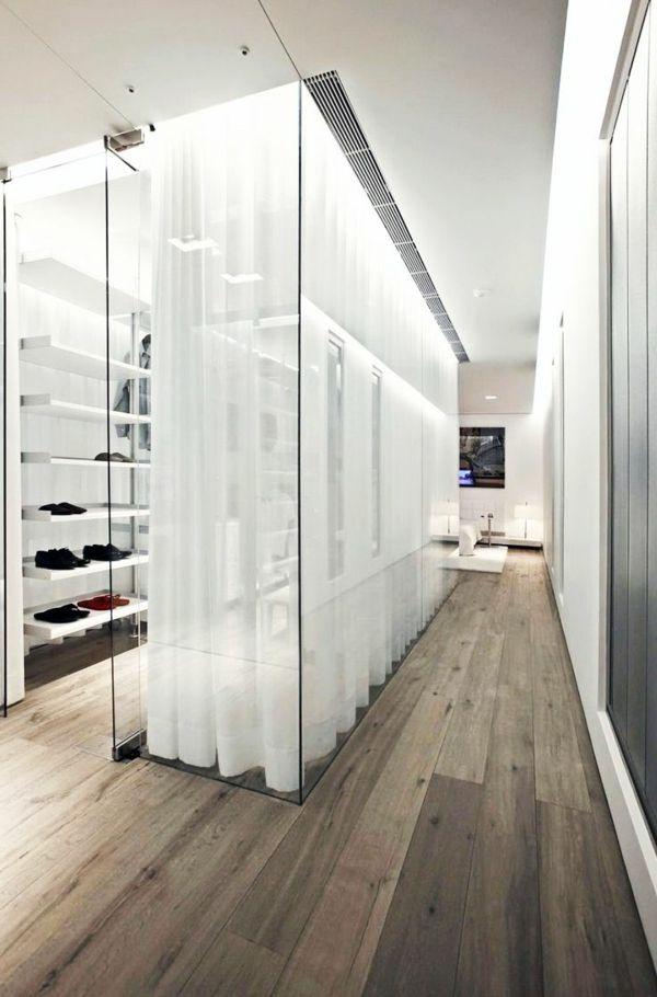 tolles Ankleidezimmer mit begehbarem Kleiderschrank mit Glastüren - glastür für badezimmer