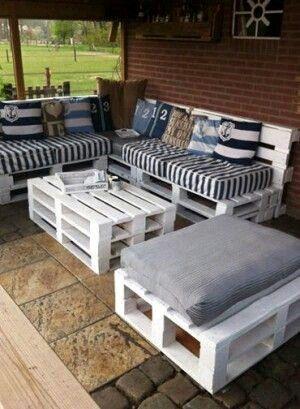 Sofa und Tisch aus Paletten   Pallet patio furniture ...