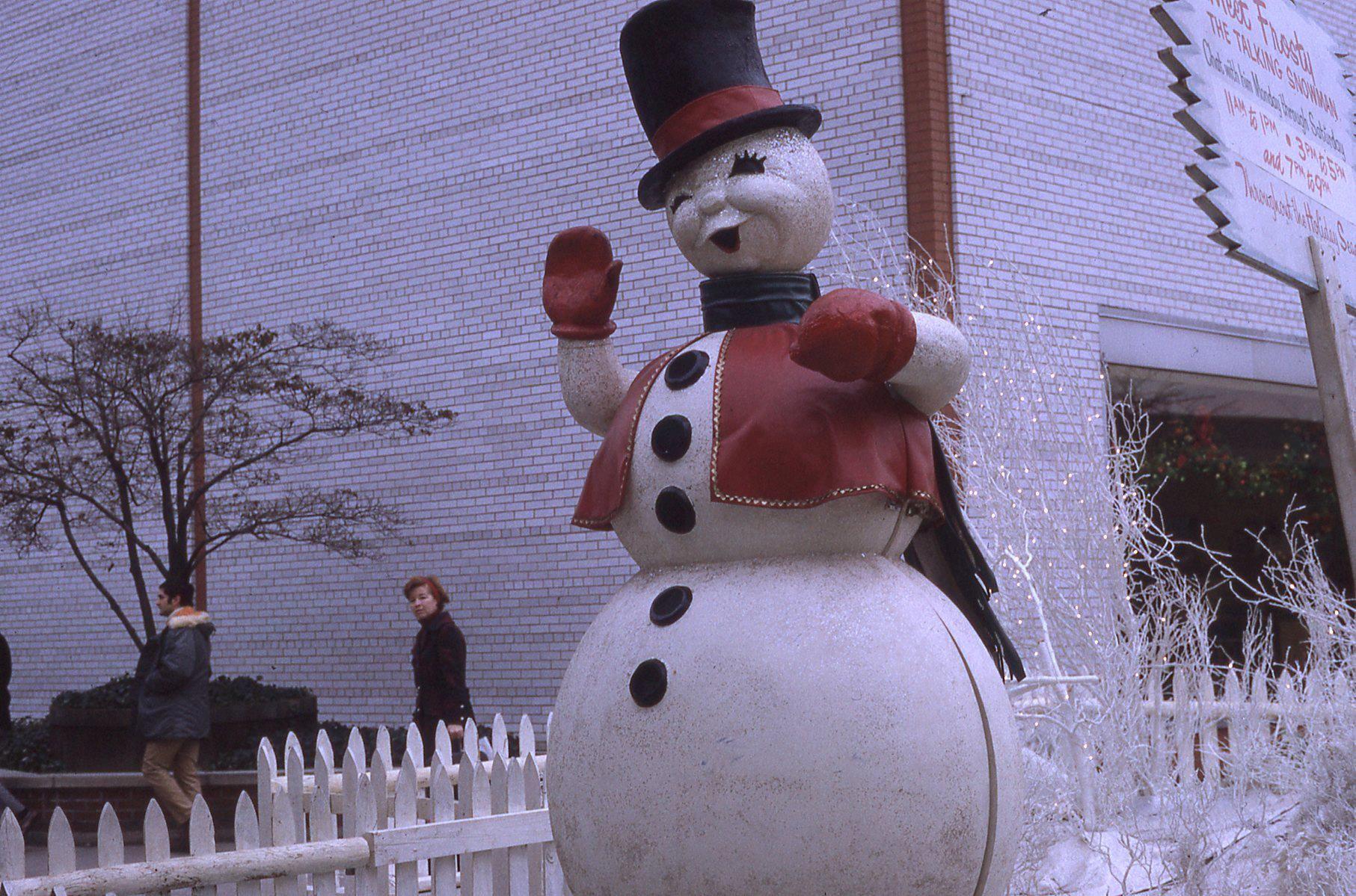 The Talking Snowman The Garden State Plaza Paramus Vintage Malls Stores Bergen County