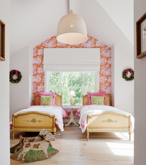 ARTICLE:9 Simple Ways To Add Color To An Open Plan House
