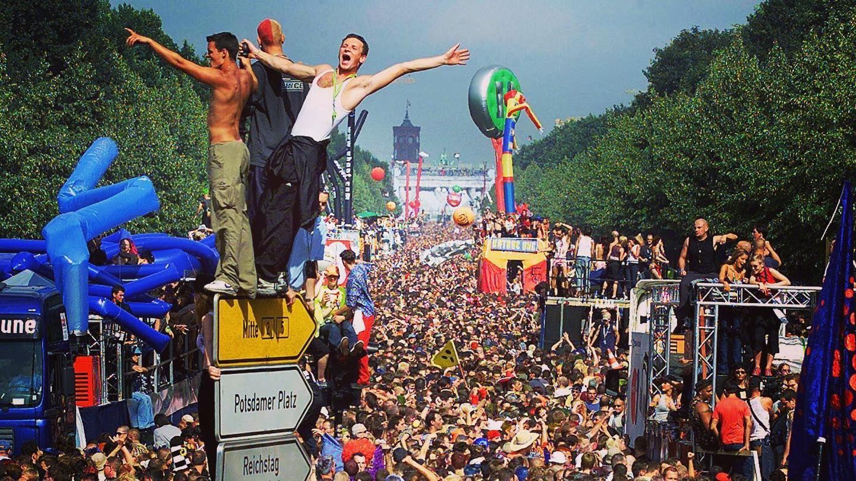 11 Jahre Nach Dem Verheerenden Ungluck In Duisburg Die Loveparade Kehrt Nach Berlin Zuruck Die Loveparade War 1989 Von Dr Motte B In 2020 Techno Duisburg Motto