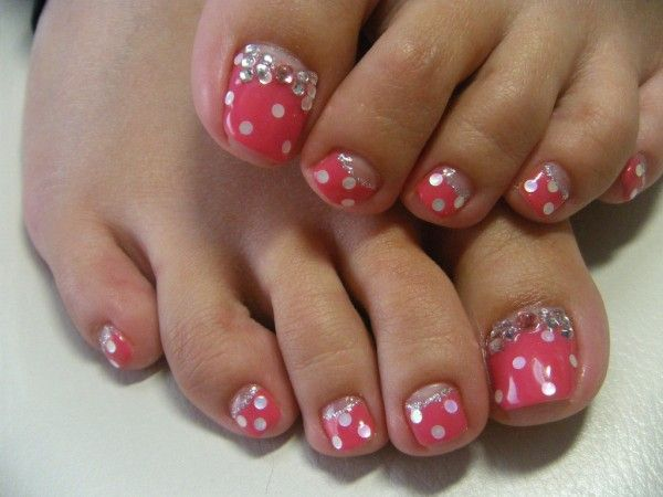 Adorable Pink White Polkadots Toe Nails Designs Ideas With