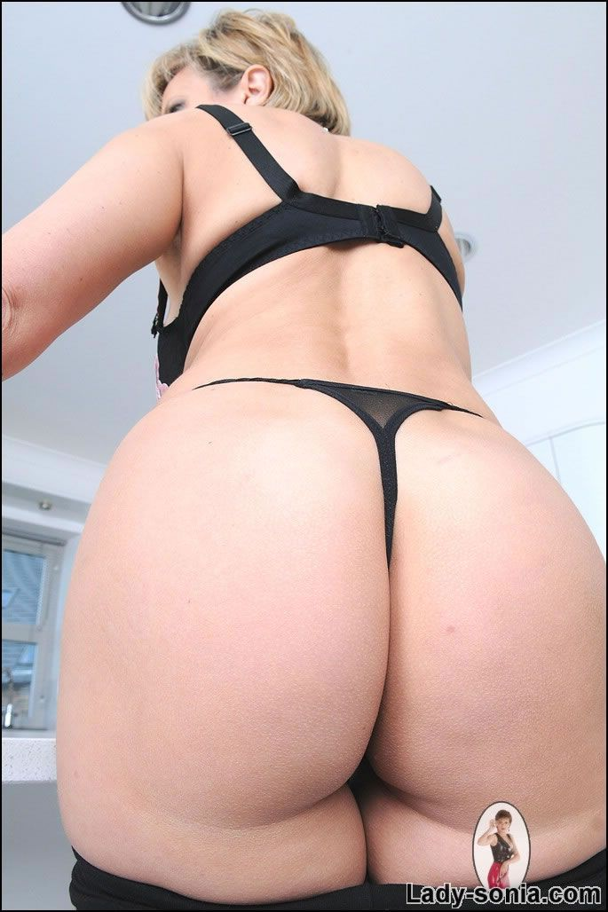 ladysonia-ass-picture-naked-milf-with