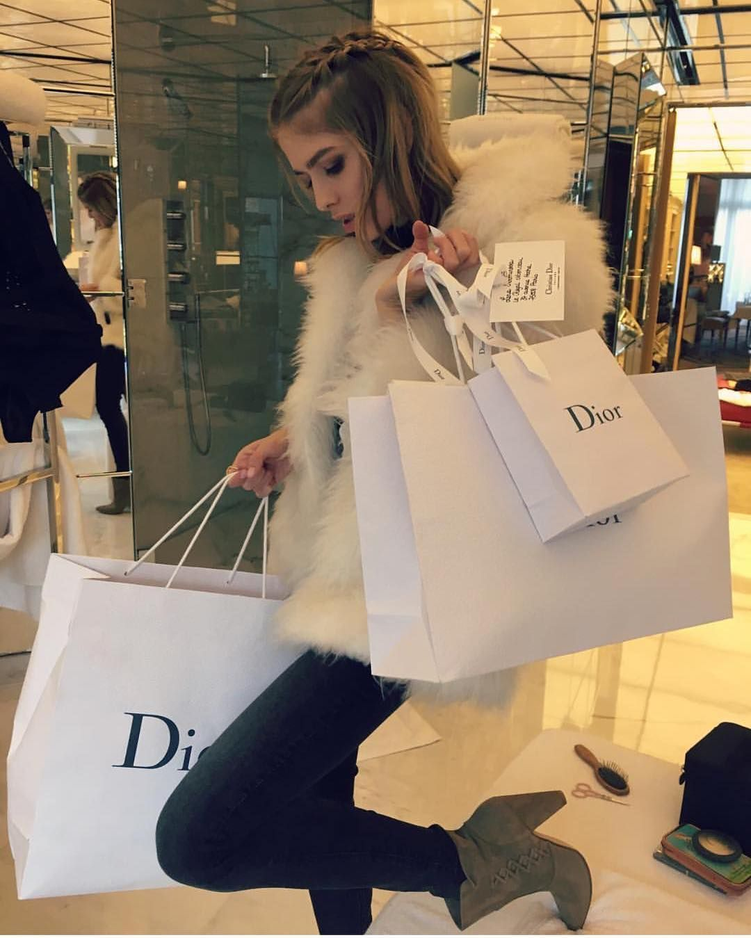 NEW STUNNING INSPIRATION - Dior shopping with Lena @chiquehappens #howtochic #ootd #outfit