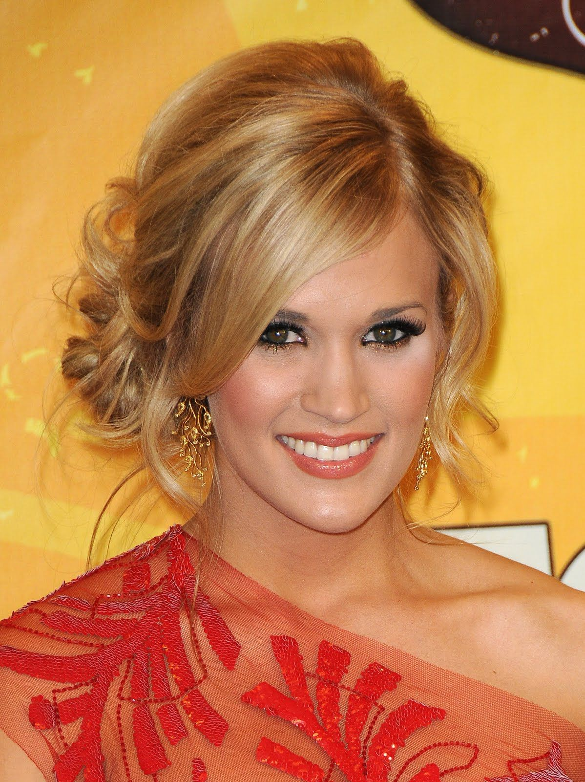 carrie underwood messy updo 2010