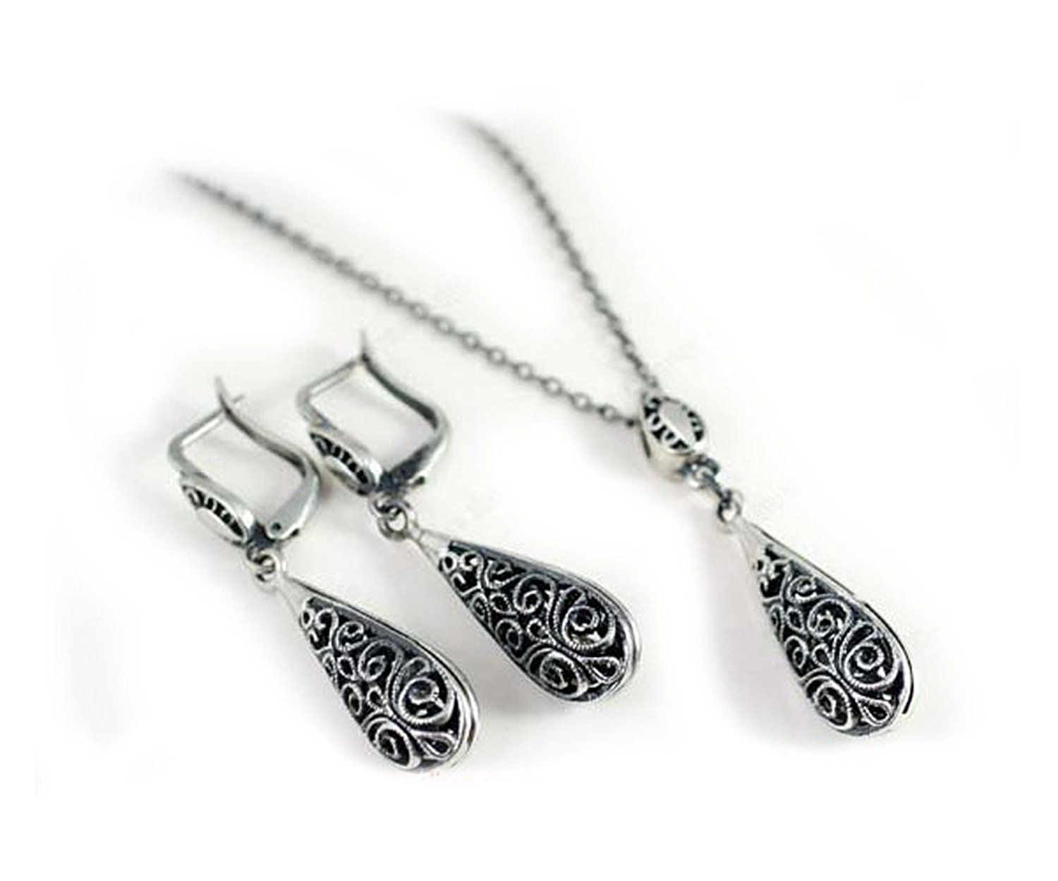 Signoresignori droplet pendant necklace and earrings set white