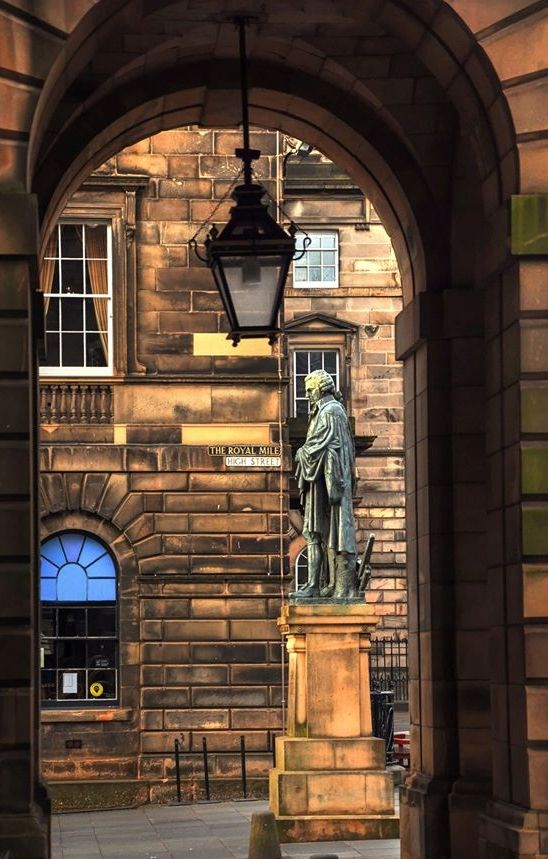 ADAM SMITH looks down THE ROYAL MILE
