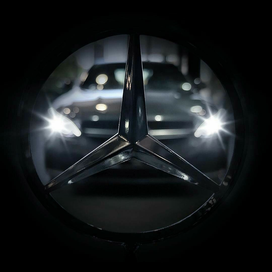Pin By Right On Mers In 2020 Mercedes Benz Wallpaper Mercedes Benz Mercedes Motor