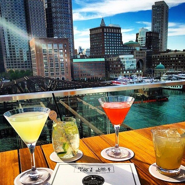 Beautiful night for some rooftop drinking #Envoy #EnvoyHotel #Boston #BostonHarbor #Lookout #Seaport #BostonMa #Igboston #Rooftopdrinking #Bostondrinks #CocktailsofInstagram  #Autograph #AutographCollection