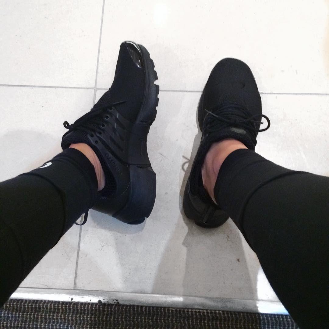 all black prestos womens