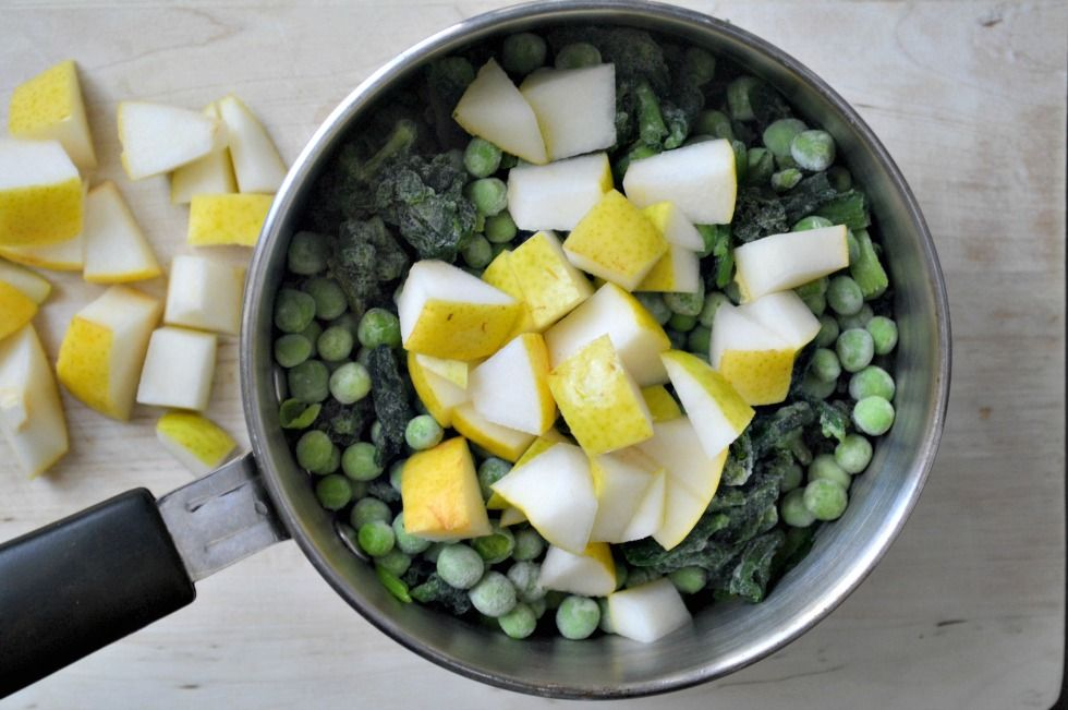 Make this spinach, peas and pear puree homemade baby food recipe for babies six months and older. Great in smoothies for toddlers too.