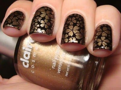 Chloe's Nails: Who doesn't love 14 Karat gold flowers!