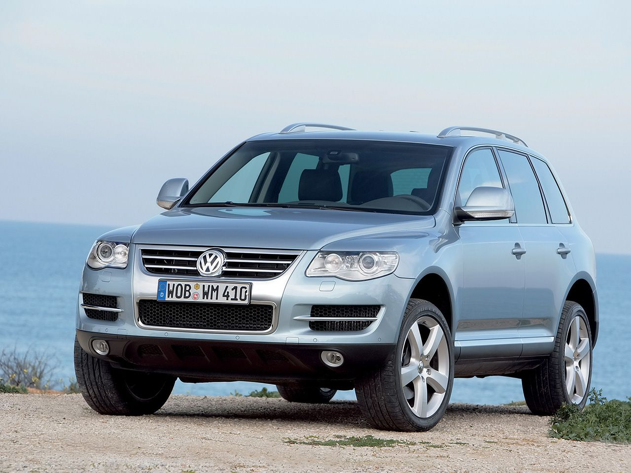 volkswagen touareg as long as its the v10 turbo diesel vw pinterest volkswagen cars and. Black Bedroom Furniture Sets. Home Design Ideas