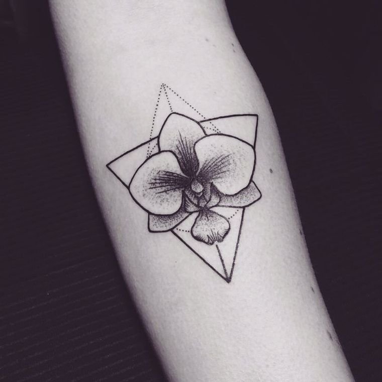 Tatouage Femme Au Bras Idee De Tattoo Orchidee Modele Tattoo