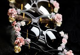 Give your sunglasses some flower power! #AddictedToLenskart #Sunglasses #Fashion #DIY