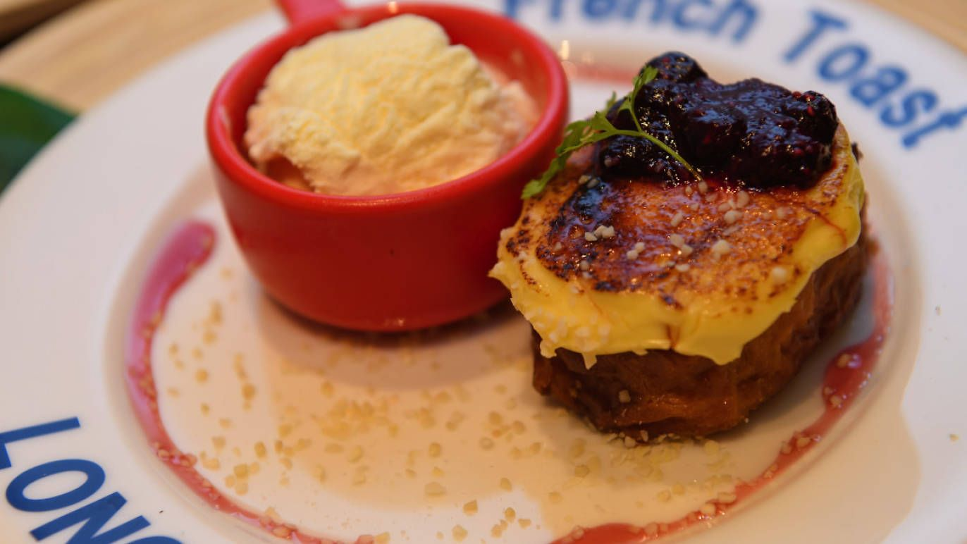 Hailing from Enoshima, this café specialises in French toast. Inspired by the French pain perdu, their take is more of a reinvention than a classic, with its cr