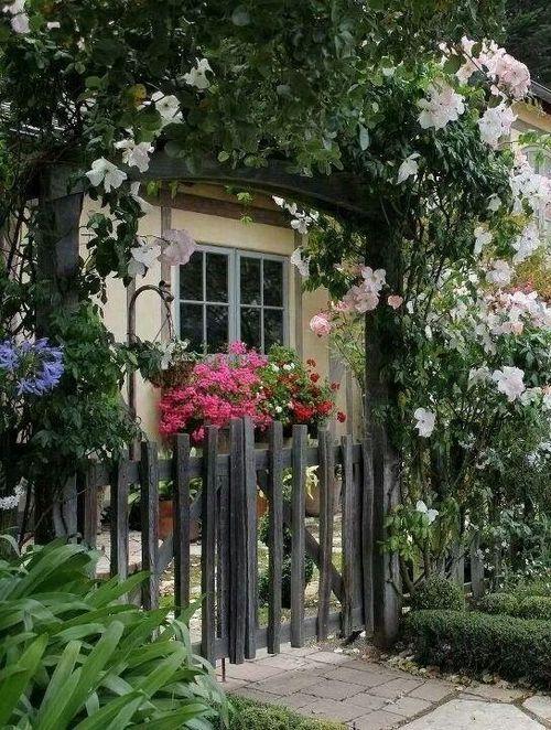 <3  garden with gate