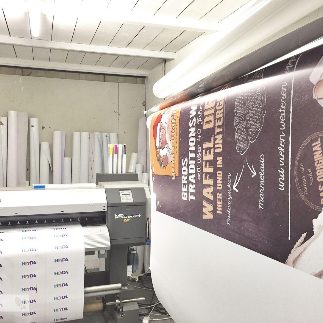 Es Lauft Wie Am Fliessband Canberry Atwork Creative Print Workspace Precision Inspiration Thinking Process Messy Cle In 2020 Velen The Originals Bathtub