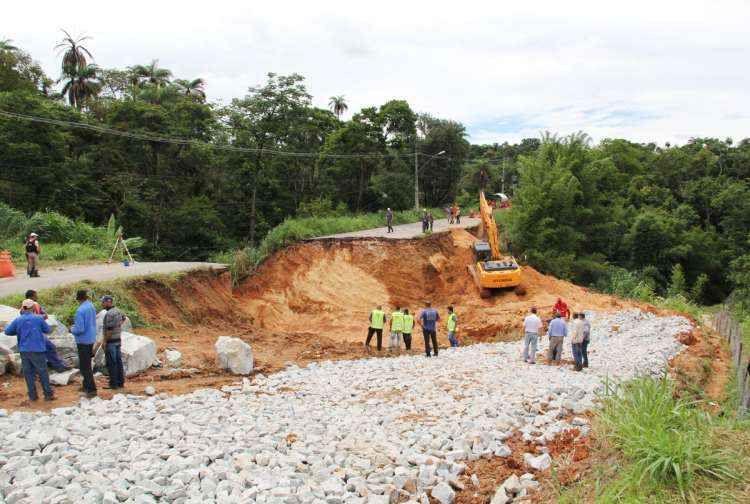 Chega a 21 o número estradas mineiras com trechos interditados por estragos da chuva
