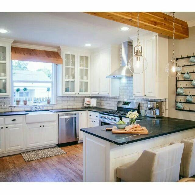10 Fixer Upper Modern Farmhouse White Kitchen Ideas: Fixer Upper Season 2