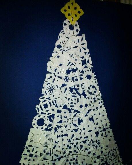 Paperinen lumihiutale joulupuu