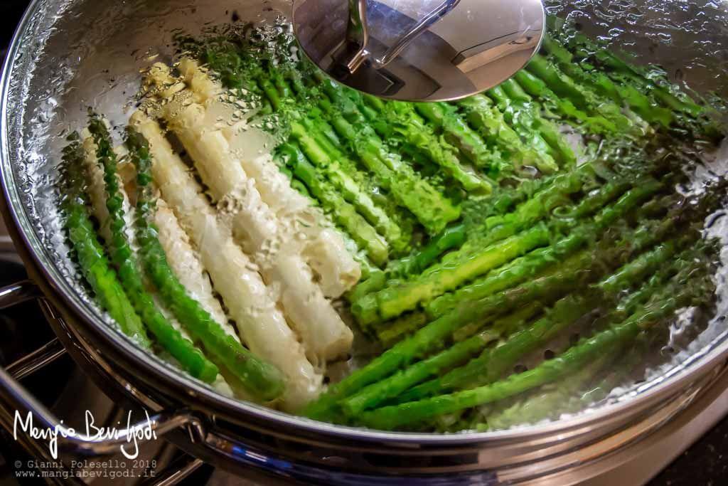 Cucinare gli asparagi a vapore asparagi asparagi al for Cucinare asparagi