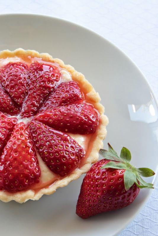 Tartaletas de fresas con crema Chiboust | Cocina | Pinterest | Yum yum