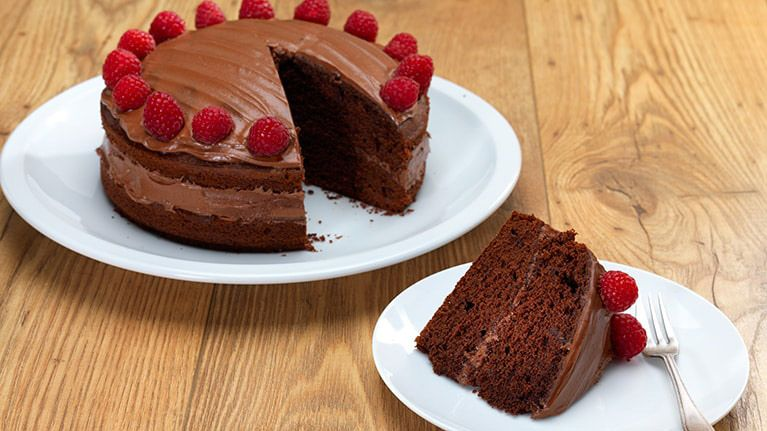Everyone Loves Chocolate Cake And With Our Easy Vegan Chocolate Cake Recipe Now Eve Vegan Chocolate Cake Vegan Chocolate Cake Easy Vegan Chocolate Cake Recipe