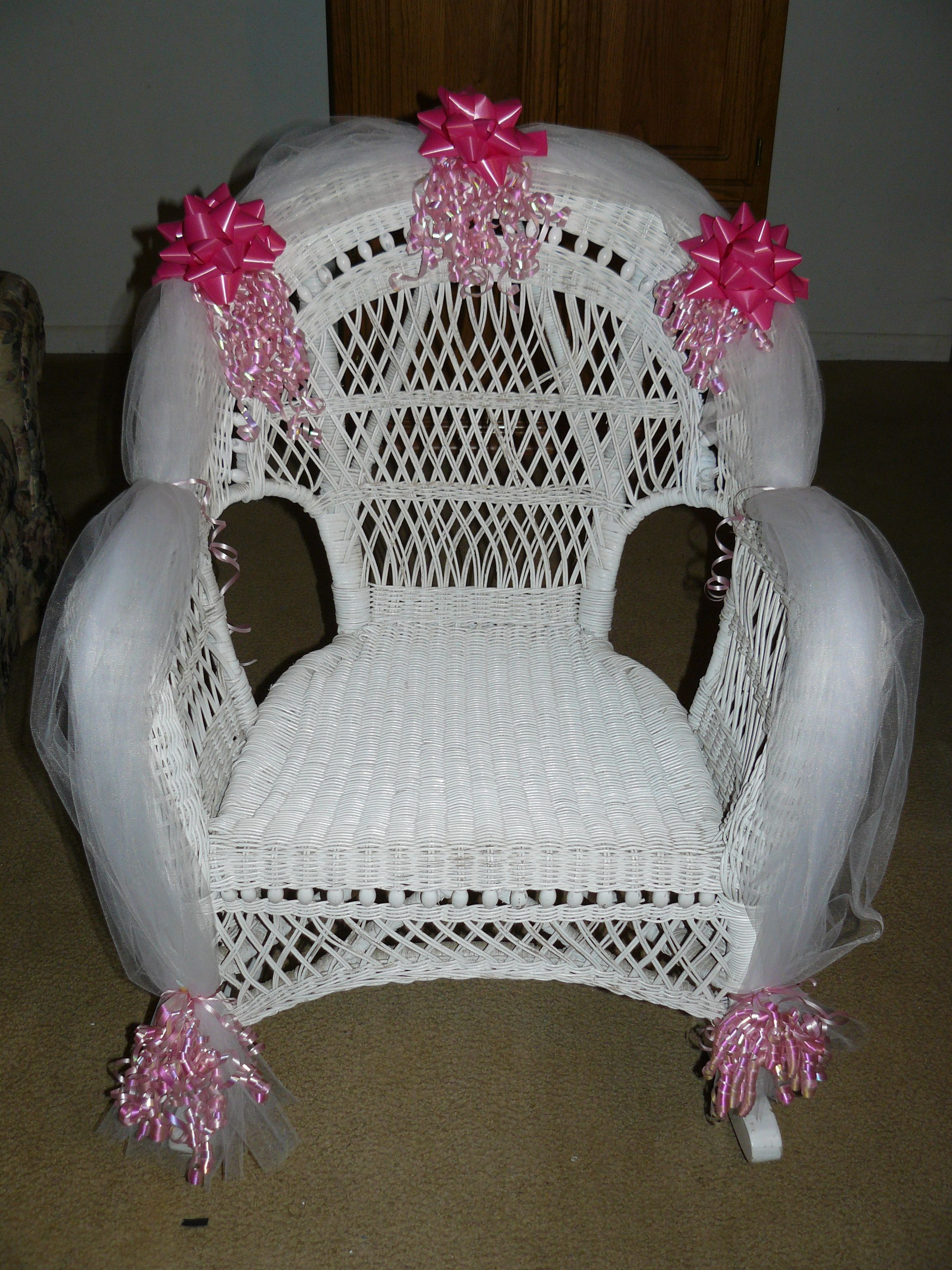 Baby shower rocking chair - Baby Shower Chair For The Mother To Be
