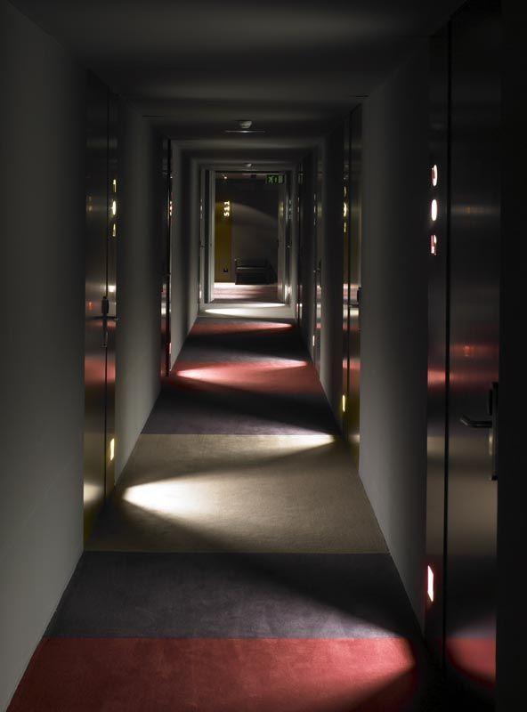 Corridor carpet pattern inspiration blu hotel francesc for Hotel corridor decor